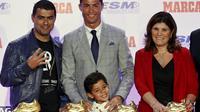 BELUM PUAS - Cristiano Ronaldo mengincar trofi Sepatu Emas kelima dan keenam. (REUTERS/Andrea Comas)