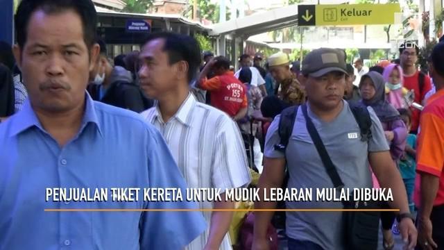 PT Kereta Api Indonesia (PT KAI) mulai membuka penjualan tiket kereta untuk Mudik Lebaran. Penjualan tiket dilakukan di loket atau secara online.