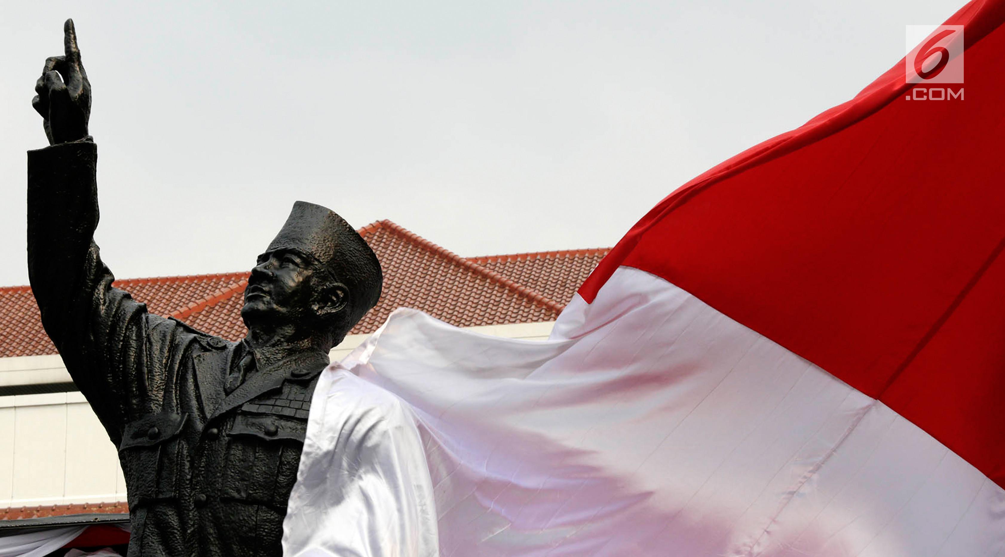 Patung Presiden pertama Soekarno di Gedung Lemhannas, Jalan Medan Merdeka Selatan, Jakarta, Rabu (24/5). Peresmian patung tersebut merupakan wujud apresiasi kepada Bung Karno yang merupakan penggagas Lemhannas. (Liputan6.com/Immanuel Antonius)