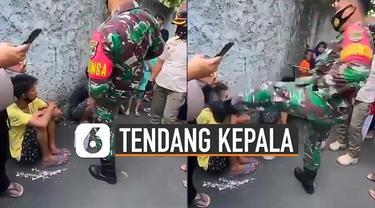 Beredar video anggota TNI tendang kepala tukang ondel-ondel. Kejadian itu karena tukang ondel-ondel ketahuan mencuri handphone.