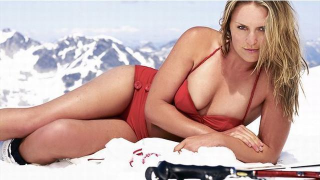 Lindsay Vonn juara dunia ski sebanyak empat kali pernah mengalami cedera parah pada Februari tahun 2013. Wanita cantik pacar Tiger Woods ini berhasil bangkit dari cedera dan kembali beraksi di lintasan salju.