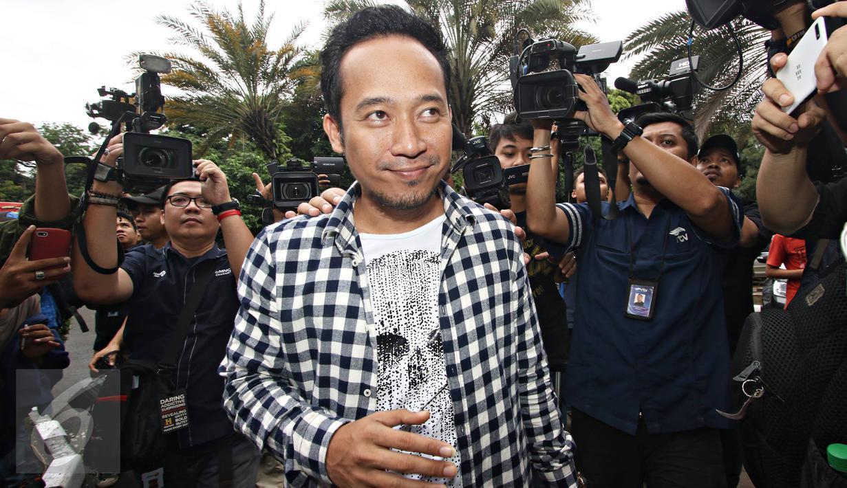 Denny Cagur Susul Ayu dan Jupe ke Polda Metro - Foto ...