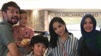 Ibunda Nagita Slavina ikut liburan ke Singapura bareng Raffi Ahmad dan Nagita Slavina [foto: instagram/rieta_amilia]