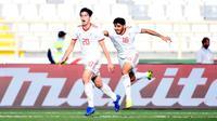 Striker Timnas Iran, Sardar Azmoun, saat selebrasi seusai menjebol gawang Vietnam pada laga kedua Grup D Piala Asia 2019 di Al Nahyan Stadium, Abu Dhabi (12/1/2019). (AFP/Khaled Desouki)