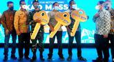 Wakil Dirut Bank BTN Nixon LP Napitupulu (kiri) dan Direktur Consumer and Commercial Lending Hirwandi Gafar (kanan) dalam kegiatan akad kredit massal di Pasuruan, Jawa Timur (15/10/2021). Bank BTN menggelar Akad Kredit Massal dalam rangka Hari Habitat Dunia. (Liputan6.com/HO/BTN)