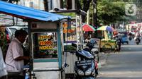 Suasana Pedagang Kaki Lima di kebayoran lama, Jakarta, Selasa (21/9/2021). Untuk mendorong pertumbuhan ekonomi dampak PPKM pemerintah mempercepat penyaluran Bantuan Langsung Tunai (BLT) untuk Pedagang Kaki Lima (PKL). (Liputan6.com/Johan Tallo)