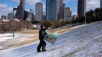 Badai salju dingin melanda Texas, Amerika Serikat hingga mengakibatkan pemadaman listrik di rumah-rumah warga. (AFP)