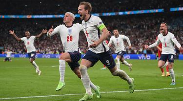 Harry Kane (9) adalah ujung tombak The Three Lions pada Euro 2020. Ia merupakan penyerang yang pintar mencari ruang kosong, sehingga ia ditunjuk sebagai target man oleh Southgate. Sejauh ini Kane telah berhasil mencetak empat gol walau pada awalnya sempat mandul. (Foto: AFP/Pool/Laurence Griffiths)