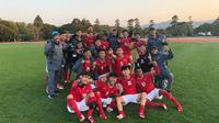 Timnas Indonesia U-16 berfoto bersama usai memastikan diri melangkah ke final turnamen Jenesys di Jepang, Minggu (11/3/2018). Tim asuhan Fakhri Husaini melangkah ke final usai menang 1-0 atas tim tuan rumah, Jepang. (Istimewa)