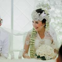 Jauh dari kesan boyish, cantik natural seleb ini terekspose di hari pernikahan. (Sumber foto: toscapictura/instagram)