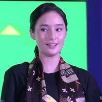 Tatjana Saphira ikut menari di acara Indonesia Menari 2016. Ia mengaku dirinya sudah menyukai dunia seni tari sejak kecil.