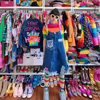 Diana Rikasari membuat kreasi fashion bertema virus corona atau Covid-19 (Instagram @dianarikasari)
