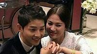 Pasangan pengantin baru Song Joong Ki dan Song Hye Kyo memang selalu menjadi penantian para  penggemarnya. Seperti halnya pernikahan mereka yang berlangsung pada 31 Oktober 2017 lalu. (Instagram/songjoongkionly)
