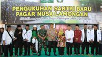 Ratusan santri di Lamongan Jawa Timur resmi dikukuhkan menjadi pendekar oleh salah satu perguruan Pencak Silat Pagar Nusa pada Minggu 29 September 2019.