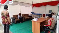 Seorang peserta tes seleksi CPNS di Mamuju datang ke lokasi ujian dengan hasil swab antigen positif (Liputan6.com/Abdul Rajab Umar)