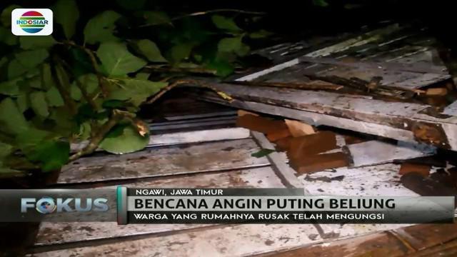 Belasan rumah warga di Ngawi, Jawa Timur, rusak akibat diterjang hujan deras dan angin kencang.