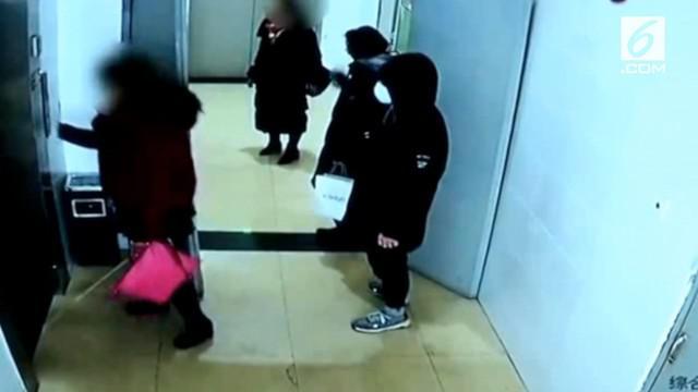 Warga berhasil menggagalkan aksi pencurian di China. Pelaku berhasil ditangkap usai mencuri sebuah tas penuh dengan uang.
