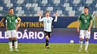 Lionel Messi berhasil mencetak dua gol saat Timnas Argentina meraih kemenangan 4-1 atas Bolivia pada laga terakhir Grup A Copa America 2021 di Arena Pantanal, Selasa (29/6/2021) pagi WIB. (AFP/DOUGLAS MAGNO)