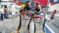 Sean Gelael bersama Stoffel Vandoorne saat finis kedua pada seri pertama Asian Le Mans Series, Sabtu (14/02/2021) malam WIB. (Dokumentasi Sean Gelael)