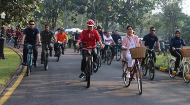 Presiden Joko Widodo atau Jokowi ditemani Ibu Negara Iriana mengunjungi kawasan Candi Borobudur Kabupaten Magelang, Yogyakarta, Jumat (30/8/2019).