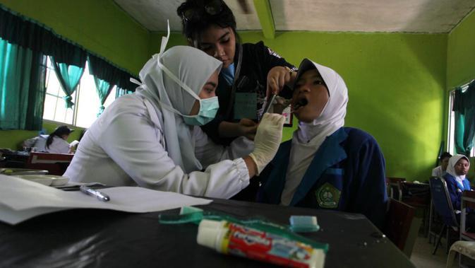 130 Mahasiswa FKG Trisakti Periksa Gigi Warga Riau