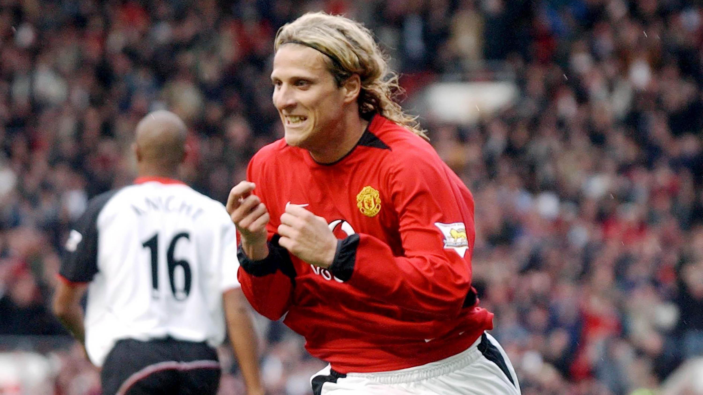 Diego Forlan saat masih berseragam Manchester United (MU). (AFP/Paul Barker)