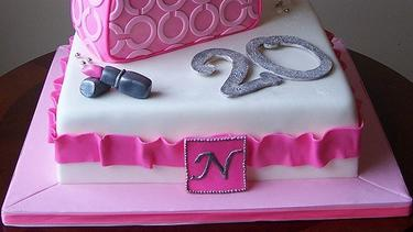 Kue Ulang Tahun Spesial Untuk Pecinta Tas Branded Fimela