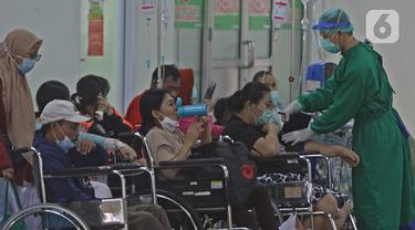 FOTO: Kesibukan RSUD Cengkareng di Tengah Peningkatan Kasus COVID-19