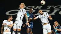 Uros Racic (kedua dari kiri), pemain yang disebut sebagai titisan Nemanja Matic. (Jose Coelho/Pool/AFP)