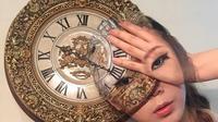Terbilang unik, riasan wajah wanita ini membuat bulu kuduk merinding. Foto: instagram