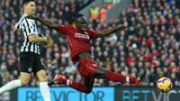 Winger Liverpool Sadio Mane beraksi pada laga Liga Inggris melawan Newcastle United di Anfield, Rabu (26/12/2018). (AFP/Paul Ellis)