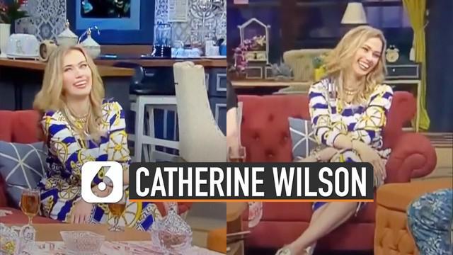 Beredar video tingkah aneh Catherine Wilson di salah satu acara televisi. Ini dia penjelasannya.