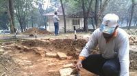 Penemuan bangunan yang tertimbun di bawah tanah di kawasan Bukit Siguntang Palembang (Liputan6.com / Nefri Inge)