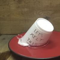 Nggak cuma bisa menghilangkan cat kuku, aseton juga mampu hancurkan styrofoam dalam sekejap.