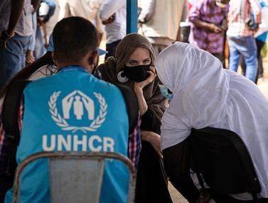 Angelina Jolie  ke Kamp Pengungsi di Burkina Faso