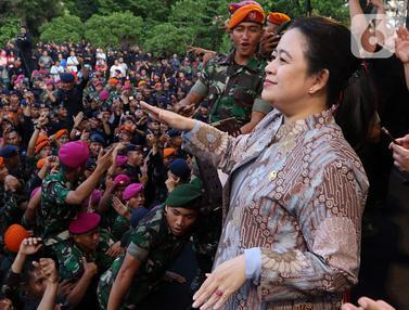 Puan Maharani Joget Bareng Prajurit TNI Polri