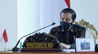 Presiden Jokowi menginstruksikan seluruh gubernur dan pemerintah daerah mewaspadai tren peningkatan penyebaran COVID-19 di tingkat global saat ratas di Istana Kepresidenan Bogor, Jawa Barat, Selasa (1/9/2020). (Kementerian Sekretariat Negara)