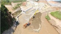 KemenPUPR beserta para steakholder ecara simbolis mencanangkan dimulainya pengalihan aliran sungai (river closure) Way Sekampung ke saluran pengelak Bendungan Way Sekampung di Desa Pekon Bumi Ratu dan Pekon Banjar Rejo