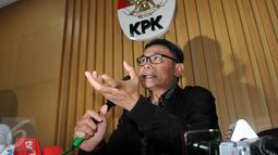 Johan mengatakan ada dua anggota DPRD Banten berinisial SMH dan TST yang terkena OTT, Jakarta, Selasa(1/12/2015). Selain itu, lanjut Johan, penyidik juga menangkap satu pimpinan perusahaan berinisial RT. (Liputan6.com/Helmi Afandi)