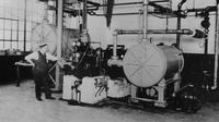 Mesin pendingin sentrifugal pertama yang ditemukan Willis H. Carrier di Syracuse, New York pada 1922. (Credit: Carrier Corporation/AP)