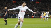 Striker Tottenham Hotspur, Son Heung-min, melakukan selebrasi usai mencetak gol ke gawang Juventus pada laga Liga Champions di Stadion Wembley, London, Rabu (7/3/2018). Tottenham Hotspur takluk 1-2 dari Juventus. (AP/Frank Augstein)