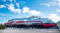Setidaknya 36 awak dan 3 penumpang kapal pesiar MS Roald Amundsen sejauh ini dinyatakan positif mengidap Virus Corona COVID-19. (AFP)