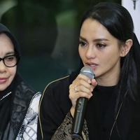 Ririn Ekawati menggelar acara pengajian memperingati 40 hari meninggalnya sang suami, Fery Wijaya (Adrian Putra/Bintang.com)