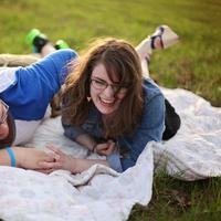 Suka duka naksir sahabat sendiri. (Foto: pexels.com)