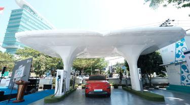 Stasiun Pengisian Kendaraan Listrik Umum (SPKLU) pertama di gerbang Indonesia Timur, yakni di Kantor PLN Unit Layanan Pelanggan (ULP) Mattoanging, Kota Makassar, Sulawesi Selatan.