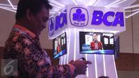 BCA ikut berpartisipasi di acara Indonesia Banking Expo (IBEX) 2015 di JCC, Jakarta, Kamis (10/9/2015). Sejumlah bank menawarkan beragam fasilitas untuk menarik pengunjung menabung di tempatnya. (Liputan6.com/Angga Yuniar)