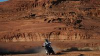 Salah seorang pembalap asal Australia, Rooney Faggotter saat tampil di stage kelima Reli Dakar 2020 yang menempuh rute dari Al-Ula ke Ha'il, 9 Januari 2020. (FRANCK FIFE / AFP)
