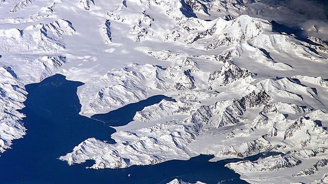 Daratan yang diselimuti salju di Pulau Georgia Island (Wikimedia Commons)