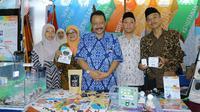 Koordinator SEAMEO Center Indonesia, Gatot Hari Priowirjanto dan peserta Pameran KKSI di LKS SMK Nasional 2019/Stella Maris.