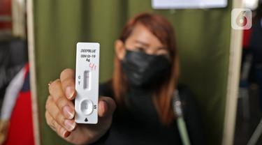 FOTO: Tes Antigen Penumpang KRL di Stasiun Manggarai